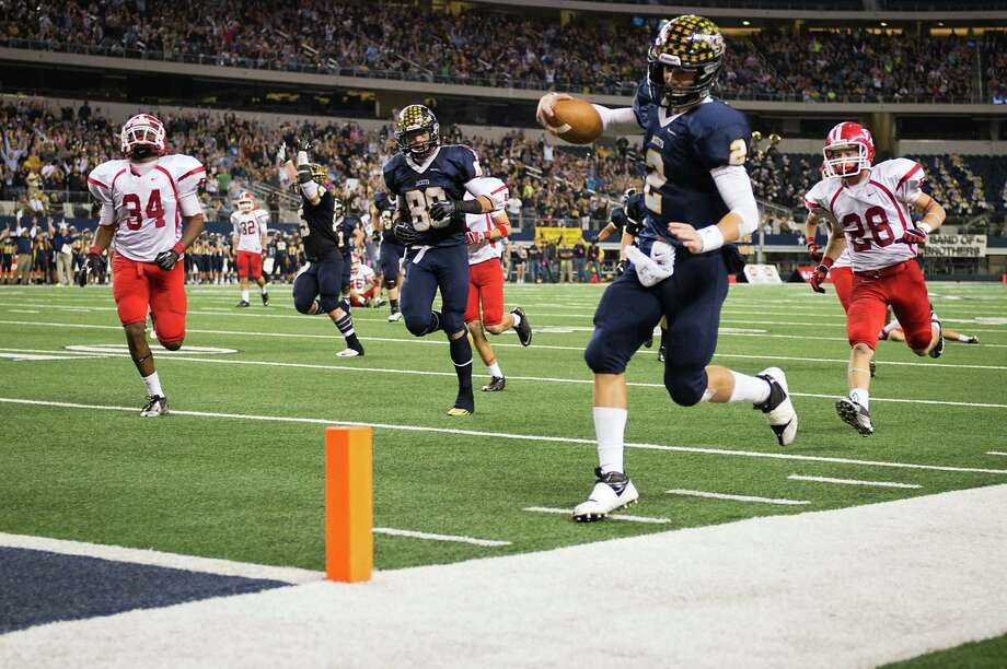 Stephenville quarterback Tyler Jones (2) stays in bounds as he runs for a touchdown during the fourth quarter. Photo: Smiley N. Pool, Houston Chronicle / © 2012  Houston Chronicle