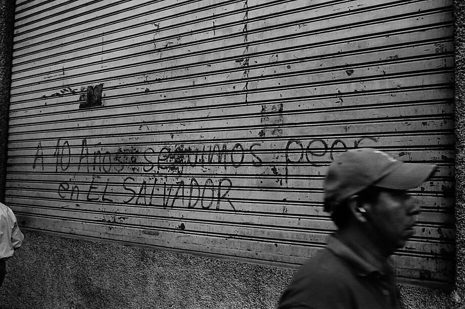 """10 YEARS LATER WE ARE WORSE IN EL SALVADOR"" Photo: Juan Carlos"