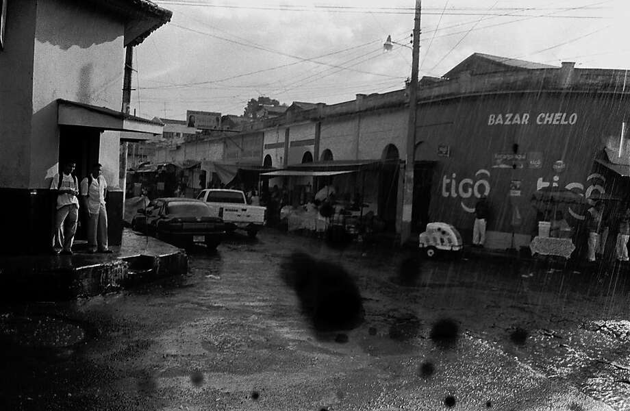 Street scene in El Salvador. Photo: Juan Carlos