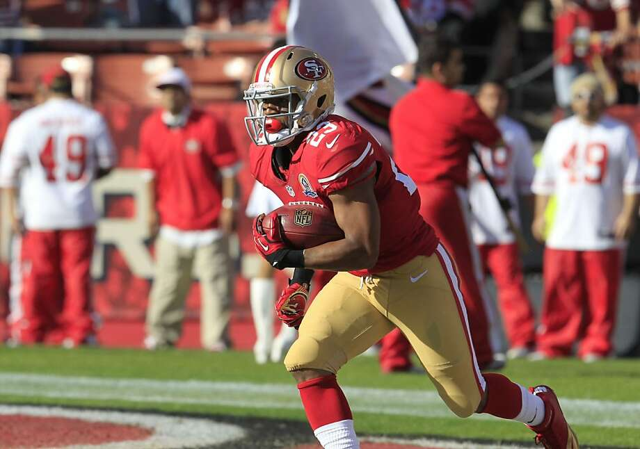 LaMichael James says he can learn a lot about NFL success from watching Frank Gore. Photo: Brant Ward, The Chronicle
