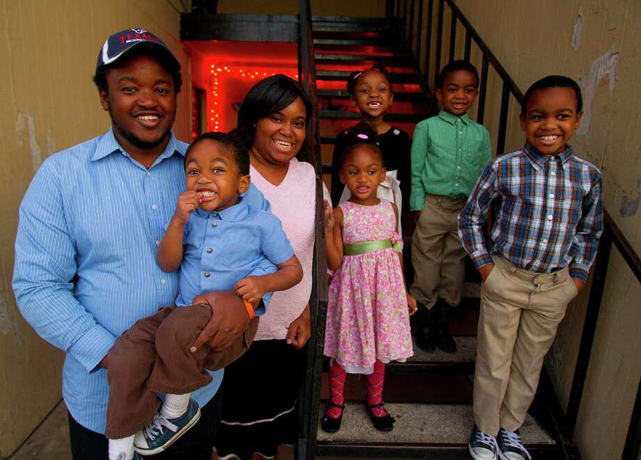 Kenneth and Bryanna McCorkle with their kids, from left, Josiah, Amiela, Maaliyah, Evon and Lashawn. Photo: Billy Smith II / © 2012 Houston Chronicle