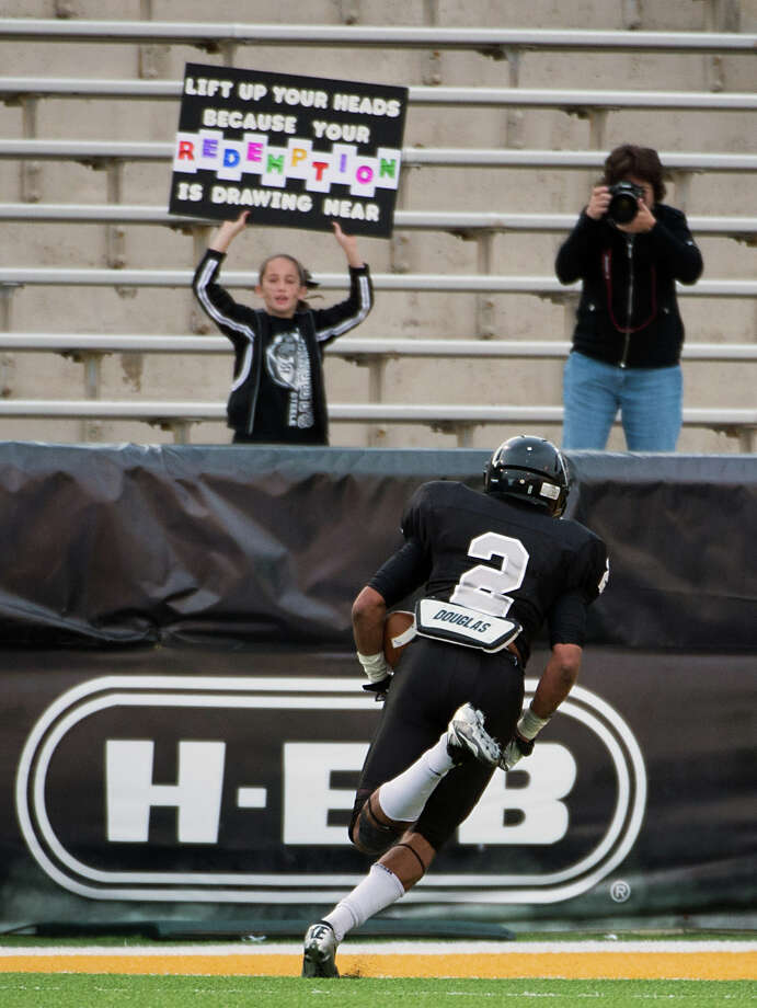 Cibolo Steele defensive back Jordan Sterns (2) heads for the end zone on a touchdown run during the fourth quarter. Photo: Smiley N. Pool, Houston Chronicle / © 2012  Houston Chronicle