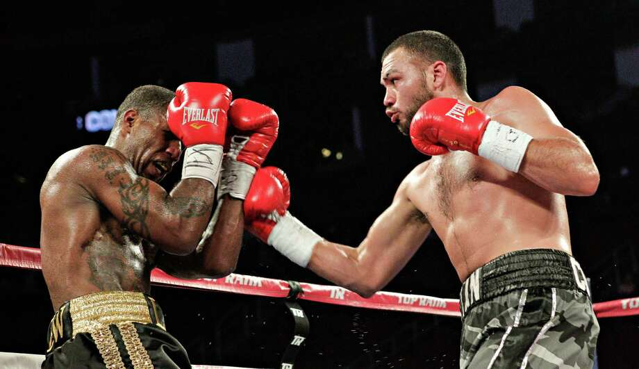 Alfredo Contreras, right,has his shot blocked by Cedric Agnew, of Houston ,during a light heavyweight fight as part of the undercard as Jorge Arce takes on Nonito Donaire for the WBO World Super Bantamweight match Saturday, December 15, 2012 in Houston, Texas. Agnew defeated Contreras by unanimous decision. Photo: Bob Levey, Houston Chronicle / ©2012Bob Levey