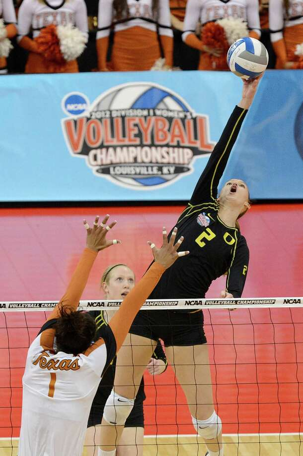 Oregon's Alaina Bergsma, right, attempts to spike the ball over the defense of Texas' Khat Bell during the finals of the NCAA college women's volleyball tournament on Saturday, Dec. 15, 2012, in Louisville, Ky. (AP Photo/Timothy D. Easley) Photo: Timothy D. Easley, Associated Press / FR43398 AP
