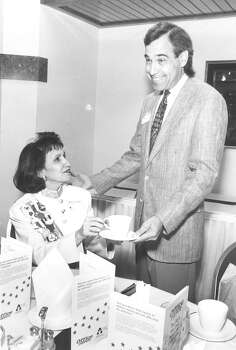 Barbie Hernandez gets coffee from Judge Charlie Gonzalez at the Boss & Secretaries Luncheon at the Hilton Hotel on April 21, 1992. Photo: San Antonio Express-News File Photo