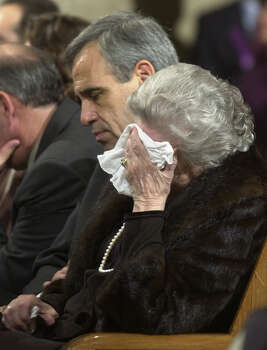 U.S. Rep. Charlie Gonzalez and his mother, Bertha Gonzalez, mourn former congressman Henry B. Gonzalez during a rosary at San Fernando Cathedral on Dec. 1, 2000. Photo: Billy Calzada, San Antonio Express-News / EN