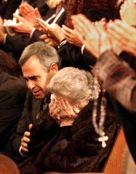 U.S. Rep. Charlie Gonzalez, D-San Antonio, comforts his mother, Bertha Gonzalez, while mourners applaude the achievements of the late Congressman Henry B. Gonzalez at San Fernando Cathedral on Dec. 1, 2000. The elder Gonzalez died at the age of 84 and served 37 years in the legislature before retiring in 1998. Photo: Kin Man Hui, San Antonio Express-News / en