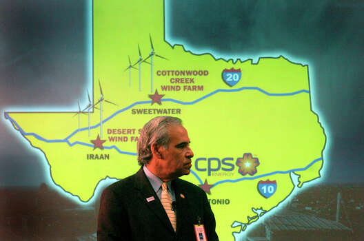 U.S. Rep. Charlie Gonzalez, D-San Antonio, listens to an announcement from CPS Energy officials on March 28, 2005. The utility acquired an additional 100 megawatts of wind-generated electricity, making it the largest publicly-owned purchaser of wind energy in Texas. Photo: John Davenport, San Antonio Express-News / SAN ANTONIO EXPRESS-NEWS