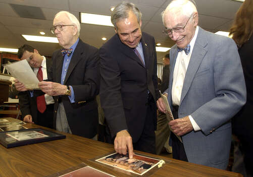 U.S. Rep. Charlie Gonzalez, son of late Congressman Henry B. Gonzalez,  chats with San Antonio businessman Bill Sinkin (right) after a brief speech May 26, 2004, at the Federal Building announcing that the University of Texas at Austin's Center for American History will be the archive for his father's papers. At left is John Daniel, a friend of the late congressman since the late 1940s. Photo: John Davenport, San Antonio Express-News / SAN ANTONIO EXPRESS-NEWS