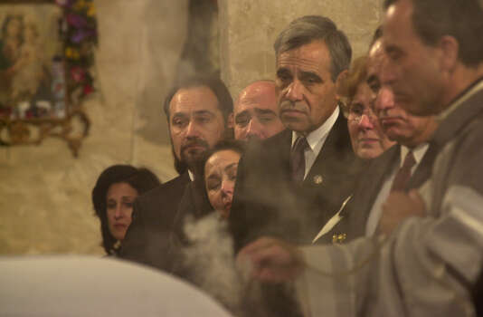 U.S. Rep. Charlie Gonzalez and his family watch as Father David Garcia blesses Henry B. Gonzalez during the funeral church service for the late congressman at San Fernando Cathedral on Dec. 2, 2000. Photo: San Antonio Express-News File Photo / EN