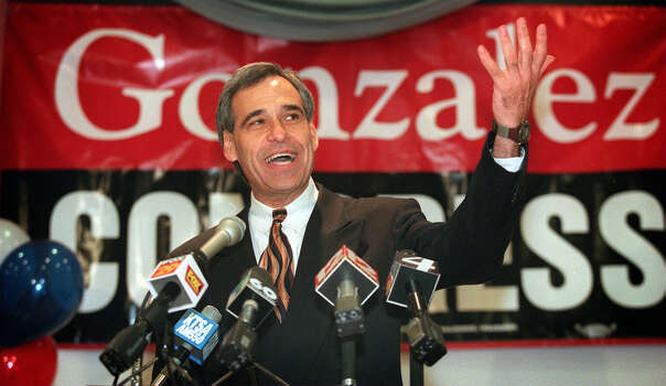 Charlie Gonzalez announces his candidacy for the 20th Congressional District seat held by his father, Henry B. Gonzalez, on Feb. 26, 1998. Photo: San Antonio Express-News File Photo / SAN ANTONIO EXPRESS-NEWS