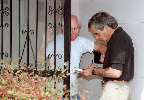 Congressional hopeful Charlie Gonzalez stops at the home of Joe Anderson to chat for a while on March 26, 1998. Photo: San Antonio Express-News File Photo / SAN ANTONIO EXPRESS-NEWS