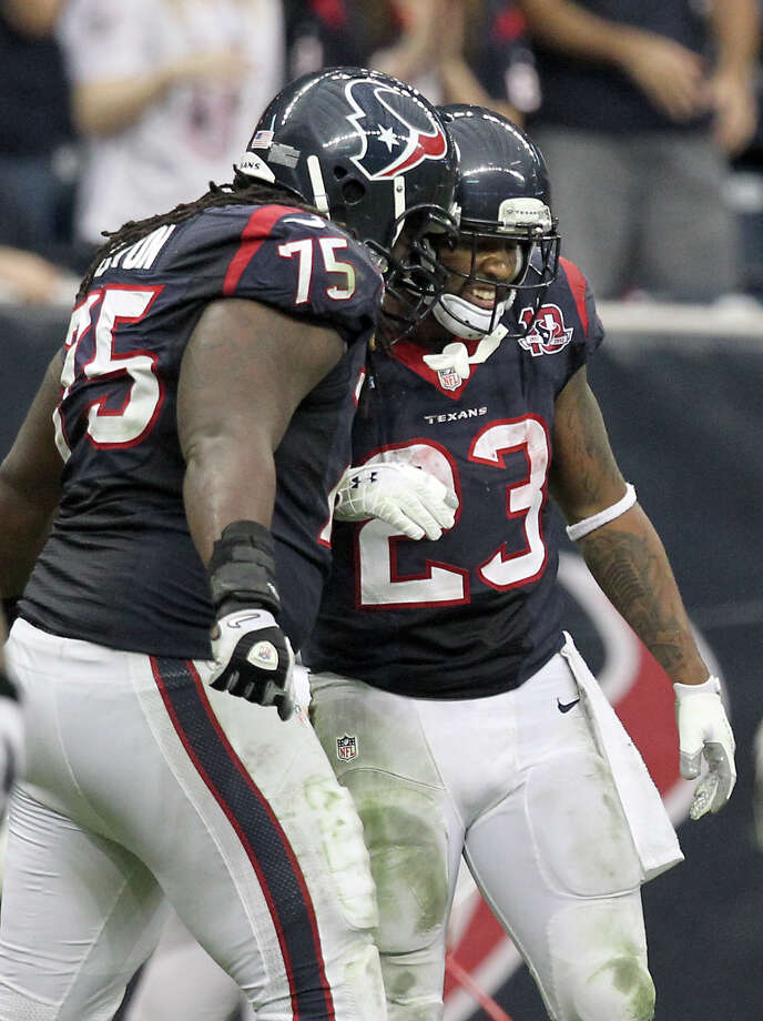Houston Texans tackle Derek Newton (75) gives Houston Texans running back Arian Foster (23) a head butt after a hard first down run during the fourth quarter of a NFL football game against the Indianapolis Colts, Sunday, Dec. 16, 2012, in Reliant Stadium in Houston. Photo: Nick De La Torre, Houston Chronicle / © 2012  Houston Chronicle