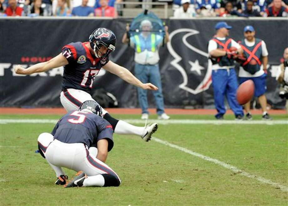 Houston Texans kicker Shayne Graham (17) kicks a field goal in the third quarter of an NFL football game against the Indianapolis Colts Sunday, Dec. 16, 2012, in Houston. (AP Photo/Dave Einsel) Photo: Dave Einsel, Associated Press / FR43584 AP