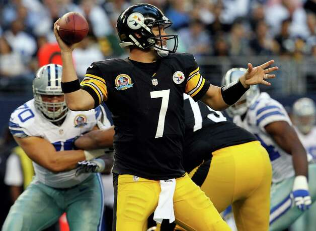 Ben Roethlisberger #7 of the Pittsburgh Steelers looks for an open receiver against the Dallas Cowboys at Cowboys Stadium on December 16, 2012 in Arlington, Texas. Photo: Tom Pennington, Getty Images / 2012 Getty Images