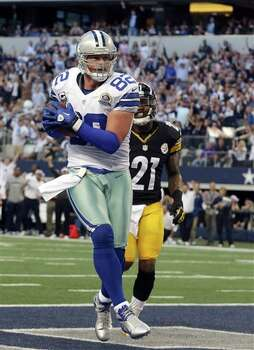 Dallas Cowboys tight end Jason Witten (82) scores a touchdown against the Pittsburgh Steelers during the first half of an NFL football game Sunday, Dec. 16, 2012 in Arlington, Texas. Pittsburgh Steelers safety Robert Golden (21) is at rear. (AP Photo/LM Otero) Photo: LM Otero, Associated Press / AP