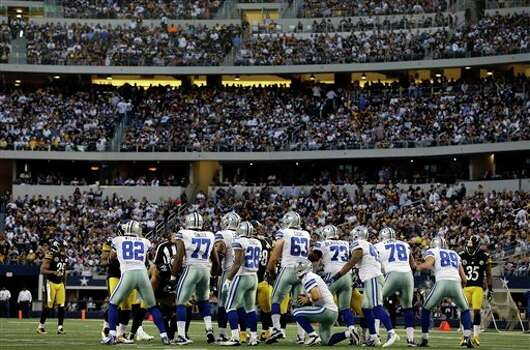 Dallas Cowboys quarterback Tony Romo (9) takes a knee at the end of the first half of an NFL football game Sunday, Dec. 16, 2012 in Arlington, Texas. (AP Photo/Tony Gutierrez) Photo: Tony Gutierrez, Associated Press / AP