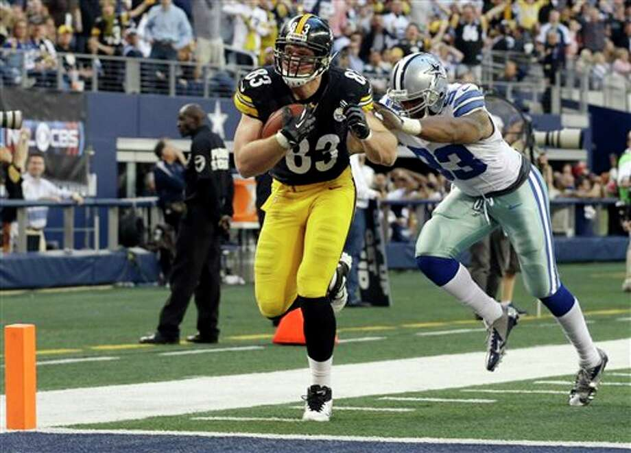 Pittsburgh Steelers tight end Heath Miller (83) runs in a touchdown as Dallas Cowboys outside linebacker Anthony Spencer (93) defends during the first half of an NFL football game Sunday, Dec. 16, 2012 in Arlington, Texas. (AP Photo/Tony Gutierrez) Photo: Tony Gutierrez, Associated Press / AP