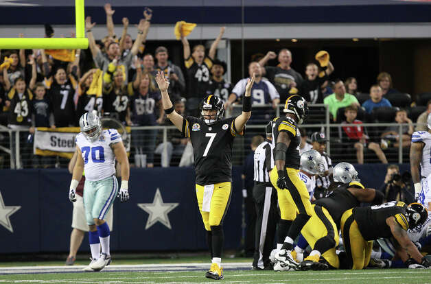Pittsburgh Steelers' quarterback Ben Roethlisberger, center, reacts after a touchdown during the second half against the Dallas Cowboys at Cowboys Stadium in Arlington, Texas, Sunday, Dec. 16, 2012. The Cowboys won 27-24 in overtime. Photo: Jerry Lara, Express-News / © 2012 San Antonio Express-News