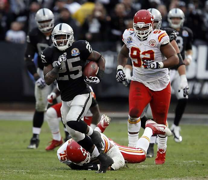 Mike Goodson breaks away on a 43-yard run against the Chiefs. He and Darren McFadden combined for 19