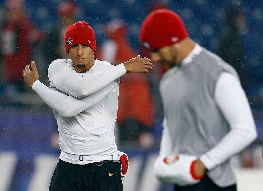 Colin Kaepernick #7 of the San Francisco 49ers and Alex Smith #11 of the San Francisco 49ers warm up before a game with the New England Patriots at Gillette Stadium on December 16, 2012 in Foxboro, Massachusetts.  (Jim Rogash / Getty Images)