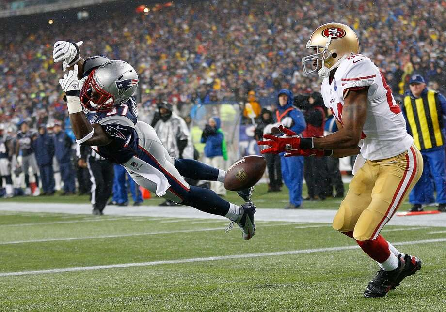 Alfonzo Dennard #37 of the New England Patriots deflects the ball away from Randy Moss #84 of the San Francisco 49ers in the second quarter at Gillette Stadium on December 16, 2012 in Foxboro, Massachusetts. (Jim Rogash / Getty Images)