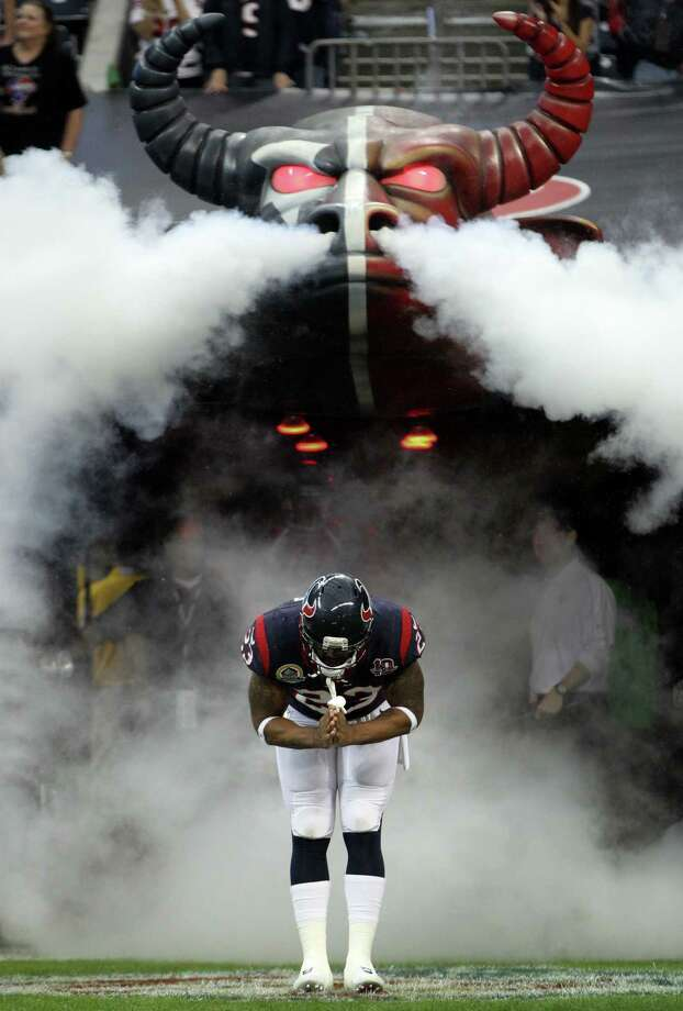 Texans running back Arian Foster (23) does his trademark bow as he is introduced before the game. Photo: Karen Warren, Houston Chronicle / © 2012 Houston Chronicle