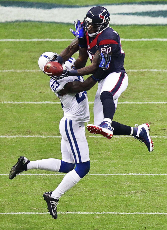 Texans wide receiver Andre Johnson makes a midfield catch over Colts cornerback Vontae Davis during the first quarter. Photo: Nick De La Torre, Houston Chronicle / © 2012  Houston Chronicle