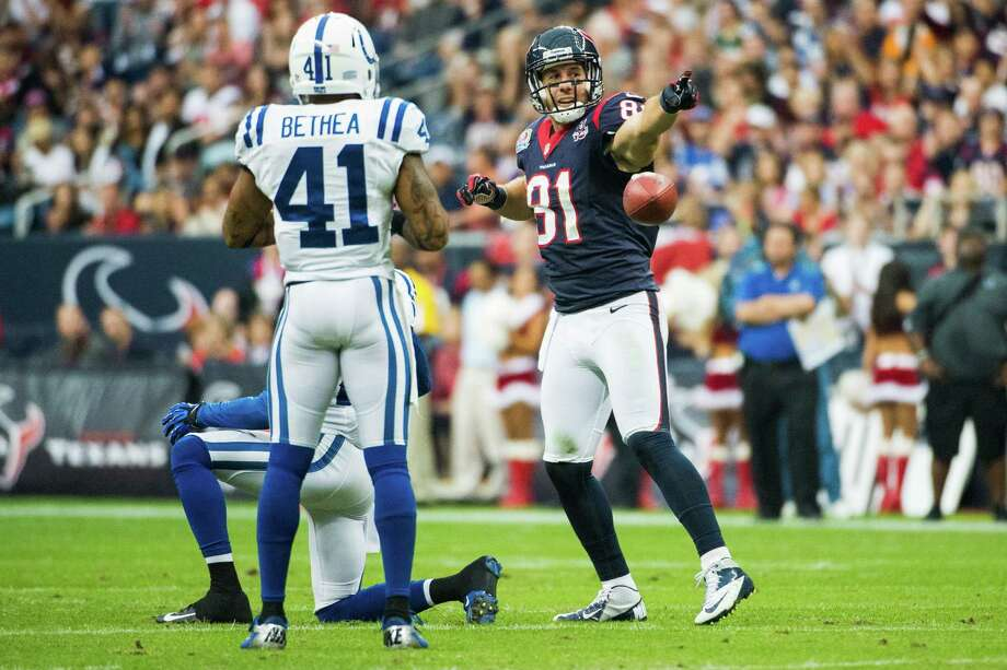 Texans tight end Owen Daniels (81) signals a first down after making a catch during the first quarter as Colts free safety Antoine Bethea (41) looks on. Photo: Smiley N. Pool, Houston Chronicle / © 2012  Houston Chronicle