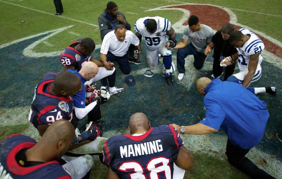 Texans players and Indianapolis Colts players kneel to pray at the end of the game. Photo: Brett Coomer, Houston Chronicle / © 2012  Houston Chronicle