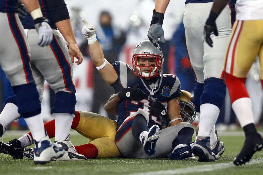 FOXBORO, MA - DECEMBER 16:  Running back Danny Woodhead #39 of the New England Patriots celebrates after scoing a touchdown in the third quarter against the San Francisco 49ers at Gillette Stadium on December 16, 2012 in Foxboro, Massachusetts.  (Jared Wickerham / Getty Images)