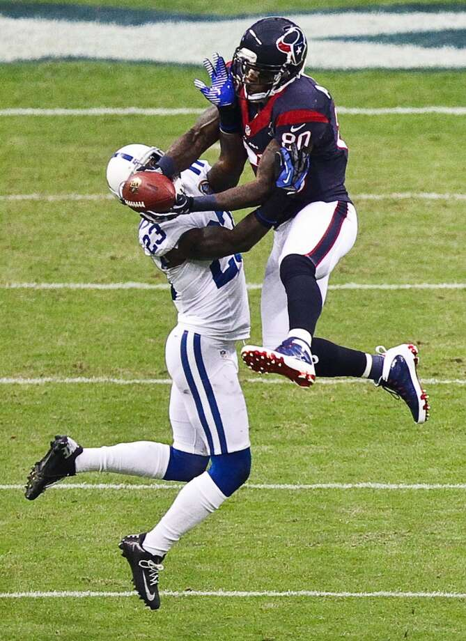 Texans wide receiver Andre Johnson makes a midfield catch over Colts cornerback Vontae Davis during the first quarter. (Nick de la Torre / Houston Chronicle)