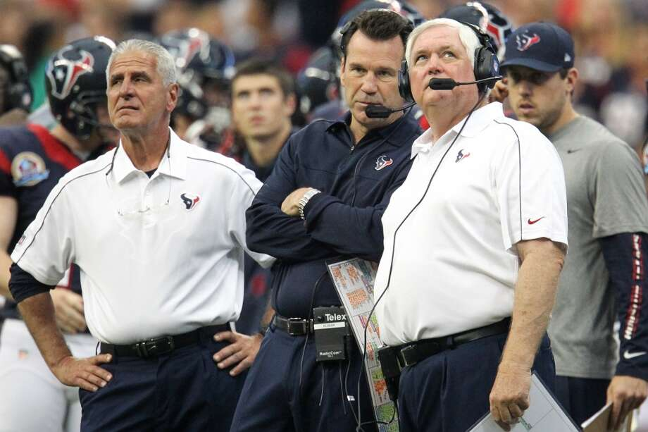 Texans head coach Gary Kubiak on the sidelines with Joe Marciano and Wade Phillips during the fourth quarter. (Karen Warren / Houston Chronicle)