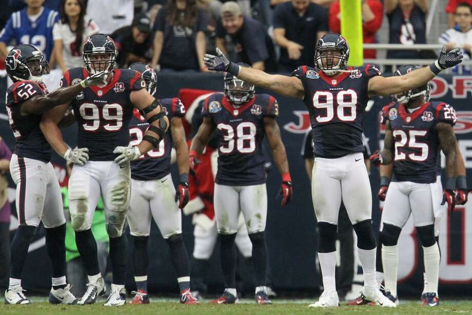 Texans outside linebacker Connor Barwin (98) motions for more noise from the crowd during the second quarter. (Karen Warren / Houston Chronicle)