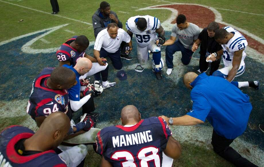 Texans players and Indianapolis Colts players kneel to pray at the end of the game. (Brett Coomer / Houston Chronicle)