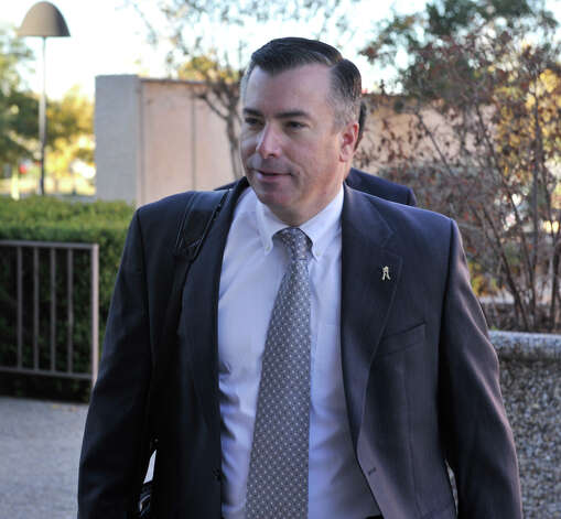 NISD Superintendent Dr. Brian Woods enters the federal courthouse for a hearing on the RFID-equpped student ID belonging to Andrea Hernandez. Photo: Robin Jerstad/For The Express-Ne