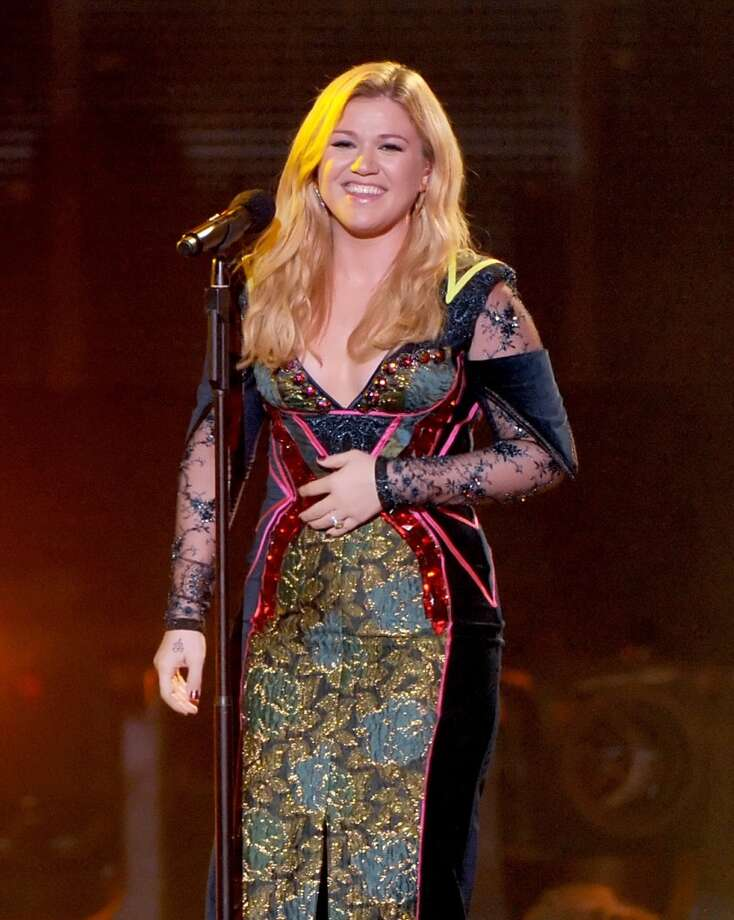 Singer Kelly Clarkson performs onstage during VH1 Divas 2012 at The Shrine Auditorium on December 16, 2012 in Los Angeles, California.  (Photo by Kevin Winter/Getty Images) (Getty Images)