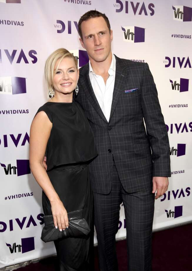 Actress Elisha Cuthbert (L) and NHL player Dion Phaneuf attend VH1 Divas 2012 at The Shrine Auditorium on December 16, 2012 in Los Angeles, California.  (Photo by Christopher Polk/Getty Images) (Getty Images)
