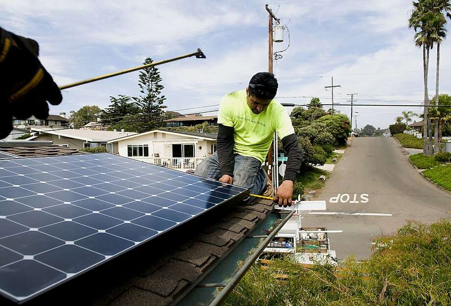 An installer prepares a roof for solar panels in Encinitas (San Diego County). Home buyers tend to prefer newer systems. Photo: Sam Hodgson, Bloomberg