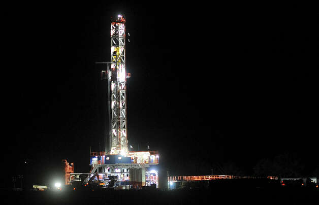 A hydraulic fracturing drilling rig shines in the night near Three Rivers, Texas, on Thursday, Dec. 13, 2012. Photo: Billy Calzada, San Antonio Express-News / SAN ANTONIO EXPRESS-NEWS