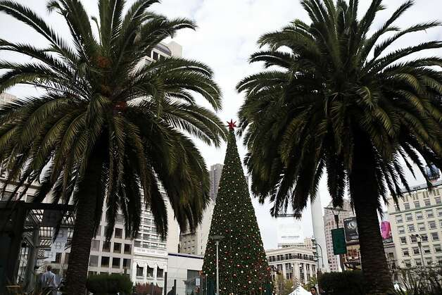Union Square, the San Francisco of mainstream America, is an ideal place to meet friends after errands or pose for photographs. Photo: Sarah Rice, Special To The Chronicle
