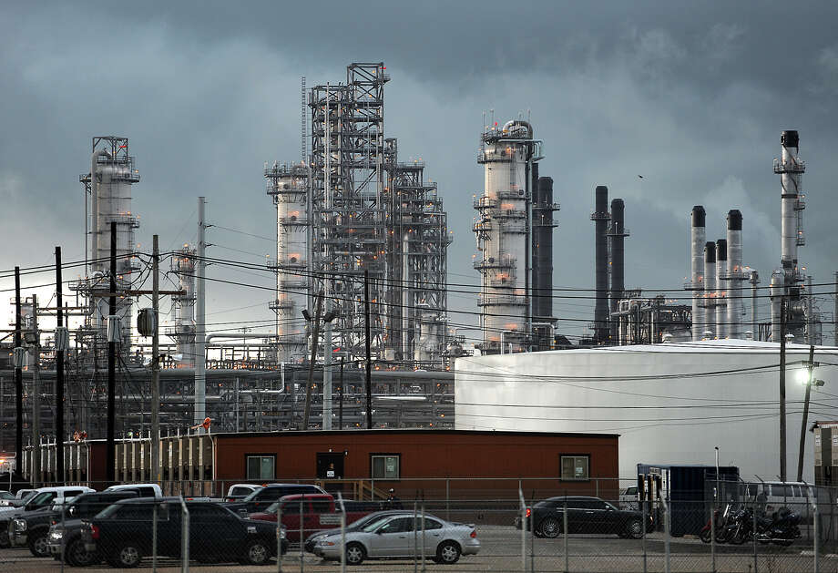 Motiva has refining operations in Port Arthur. U.S. refineries can produce 17.5 million barrels of petroleum products a day. Photo: Guiseppe Barranco, STAFF PHOTOGRAPHER / The Beaumont Enterprise