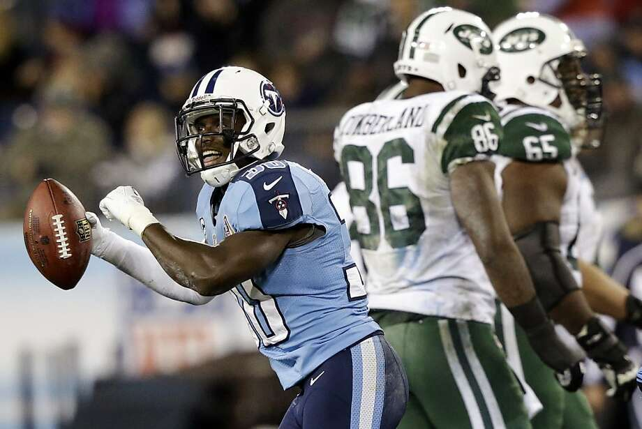 The Titans' Jason McCourty delights in picking off a pass intended for the Jets' Jeff Cumberland (86). Photo: Wade Payne, Associated Press