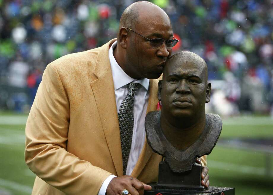 October 14, 2012— Seattle Seahawks Hall of Fame player Cortez Kennedy kisses his bust as his jersey, number 96, is retired during halftime of a game against the New England Patriots at CenturyLink Field in Seattle. Photo: JOSHUA TRUJILLO / SEATTLEPI.COM