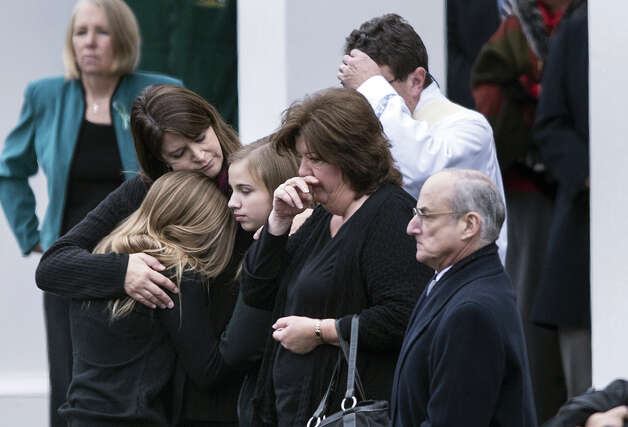 Mourners arrive for the funeral Mass of Jessica Rekos at St. Rose of Lima Roman Catholic Church December 18, 2012 in Newtown, Connecticut. Photo: BRENDAN SMIALOWSKI, AFP/Getty Images / 2012 AFP