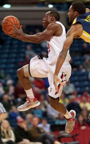 Fairfield University's Desmond Wade breaks through the Drexel University defense to score a basket in a men's basketball game played at the Webster Bank Arena, Bridgeport, CT on Sunday December 16th, 2012. Photo: Mark Conrad / Connecticut Post Freelance