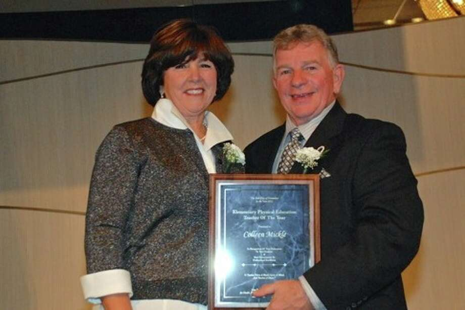 Colleen Mickle, 2012 Elementary Physical Education Teacher of the Year, receives her award from Jason Quitoni, NYS AHPERD President. (Courtesy NYS AHPERD)