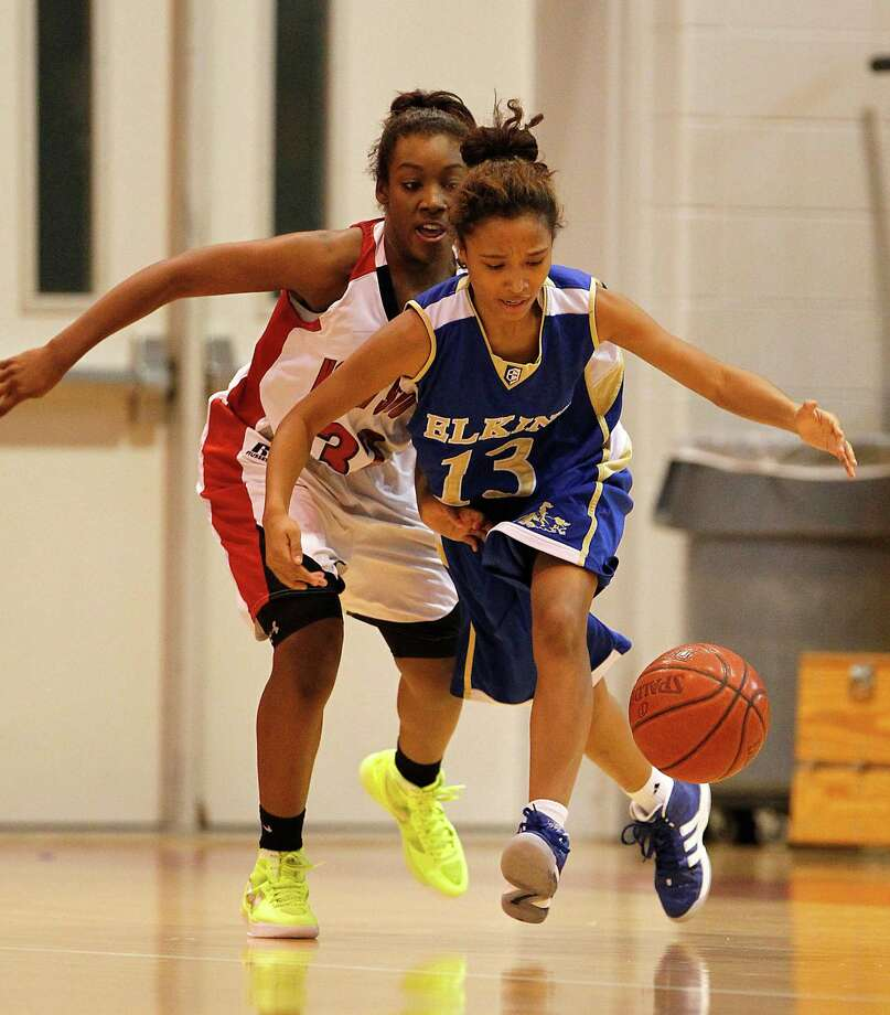 Elkins' Ashle Stokes (13) runs for the loose ball against North Shore's Jaylan Robinson (32) during the girls high school game at North Shore High School, Dec. 28, 2011, in Houston. North Shore won the game 61-39 against Elkins. ( Karen Warren / Houston Chronicle ) Photo: Karen Warren, Staff / © 2011 Houston Chronicle