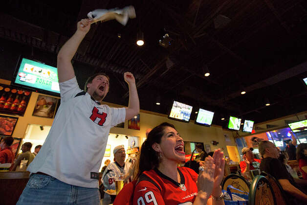 Members of the Houston Texans Fan Club of San Antonio cheer during a game at Buffalo Wild Wings Grill & Bar on De Zavala. Photo: Michael Miller, For The Express-News / © San Antonio Express-News