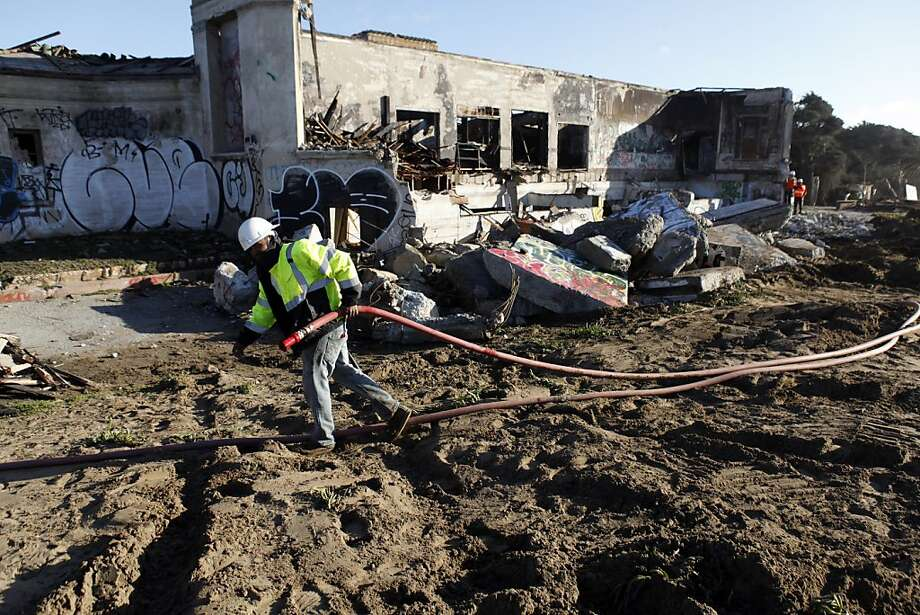 Remains of the bathhouse at the former Fleishhacker Pool were damaged by a fire Dec. 1 and are being torn down. Photo: Carlos Avila Gonzalez, The Chronicle